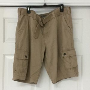 Men's Urban pipeline cargo shorts.⭐️good condition